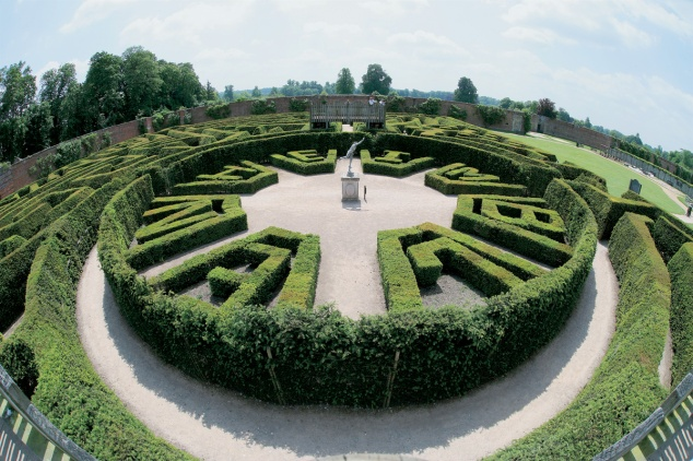 Blenheim Palace the Marlborough Maze.jpg